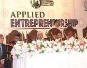 لاہور: وزیر اعظم کے مشیر برائے تجارت، صنعت و پیداوار، ٹیکسٹائل و سرمایا ..