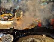 راولپنڈی: سردی کی شدت میں اضافے کے بعد فرائی مچھلی کی مانگ میں اضافہ۔