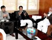 مظفرآباد: وزیراعظم آزادکشمیر راجہ محمد فاروق حیدرخان سیکرٹری مالیات ..