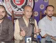 لاہور: بلیک انٹر ٹینمنٹ کے عہدیداران پریس کانفرنس کر رہے ہیں۔