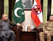 پشاور: گورنر خیبر پختونخوا شاہ فرمان سے کور کمانڈر پشاور لیفٹیننٹ جنرل ..
