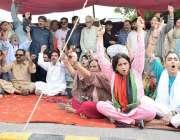 لاہور: پیپلز پارٹی کی جانب سے سابق صدر آصف علی زرداری کی گرفتاری کے ..