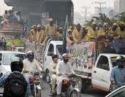 لاہور: جمعیت علمائے اسلام (ف) کے آزادی مارچ کے شرکاء لا ہور سے اسلام ..
