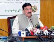 لاہور: وفاقی وزیر ریلوے شیخ رشید احمد پریس کانفرنس سے خطاب کر رہے ہیں۔
