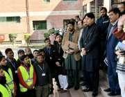 لاہور: ڈی جی ایل ڈی اے آمنہ عمران خان غیر قانونی تعمیرات کی نشاہی کے ..