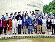 اسلام آباد: وفاقی وزیر تعلیم شفقت محمود کادوسرے سالانہ سپموزیم کے موقع ..