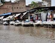 لاہور: شہر میں ہونے والی موسلا دھار بارش کے بعد بوہڑ والا چوک میں بارش ..