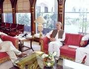 اسلام آباد: وزیر اعظم عمران خان سے وزیر دفاع پرویزخٹک اور قاسم خان سوری ..