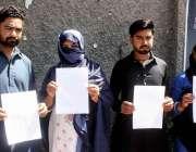حیدر آباد: لطیف آباد کے رہائشی عباس کی بازیابی کے لیے احتجاج کر رہے ..