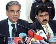 کراچی: وفاقی محتسب سید طاہر پریس کانفرنس سے خطاب کر رہے ہیں۔