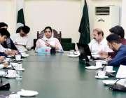لاہور: ڈپٹی کمشنر لاہور صالحہ سعید انسداد ڈینگی کے حوالے سے اجلاس کی ..