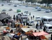اسلام آباد: سگنل فری ایکسپریس وے کھنہ پل سٹاپ پر ریڑھی بانوں کے تجاوزات ..