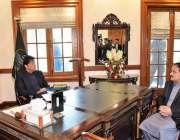 لاہور: وزیر اعظم عمران خان سے وزیر اعلیٰ پنجاب عثمان بزدار ملاقات کر ..