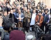 لاہور: پنجاب اسمبلی کے احاطے میں صحافی برادری احتجاج کر ر ہی ہے۔