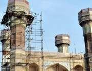 لاہور: چوبرجی گیٹ وے عمارت کی تزئین و آرائش کا کام جاری ہے۔