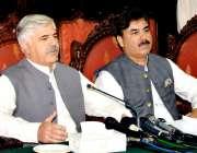 پشاور: وزیر اعلیٰ خیبر پختونخوا محمود خان پریس کانفرنس سے خطاب کر رہے ..
