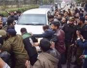 لاہور: سابق وزیر اعظم و مسلم لیگ (ن) کے قائد محمد نواز شریف کی سروسز ہسپتال ..