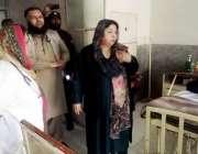 لاہور: صوبائی وزیر صحت ڈاکٹر یاسمین راشد گلاب دیوی ہسپتال کے دورہ کے ..