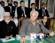 حیدرآباد: سندھ پیپلز ویلفیئر سوسائٹی کے رہنماء ڈاکٹر ہادی بخش جتوئی ..
