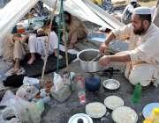 اسلام آباد: وفاقی دارالحکومت میں کشمیر ہائی وے پر ایچ 9 پر دھرنے کے دوران ..