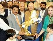 لاہور: گورنر پنجاب چوہدری محمد سرور کو اوریگا گروپ آف کمپنیز کے زیر ..