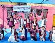 حیدرآباد: رائل کیمبرج اسکول میں سندھی کلچر ڈے منانے کے سلسلے میں کلچر ..