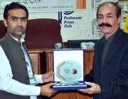 پشاور: ڈبلیو ایس ایس پی کے سی ای او سید ظفر علی شاہ پریس کلب میں عالمی ..