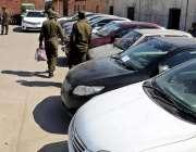 راولپنڈی: مختلف تھانوں کی کاروائی میں پکڑی گئی گاڑیاں میڈیا کو دکھائی ..