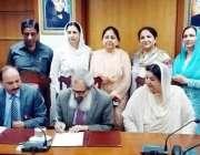 لاہور: صوبائی وزیر صحت ڈاکٹریاسمین راشد کی موجودگی میں فاطمہ جناح میڈیکل ..