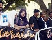 لاہور: سمجھوتہ ایکسپریس کے شہداء کے لواحقین پریس کلب کے باہر بھارتی ..