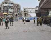 لاہور: سکیورٹی حکام نے داتا دربار کے باہر خود کش دھماکے کے جائے وقوعہ ..