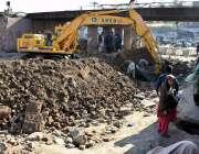 لاہور: دو موریہ پل پر ترقیاتی کام جاری ہے۔