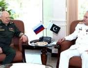 اسلام آباد: چیف آف دی نیول سٹاف ایڈمرل ظفر محمود عباسی اور روسی آرمی ..