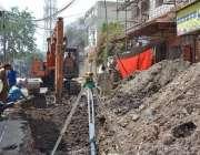 ملتان: شہر میں جاری ترقیاتی منصوبوں کے دوران ہیوی مشینری کے ذریعے سیوریج ..