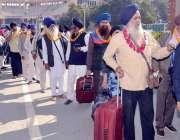 لاہور: سکھ یاتری گرو نانک دیو جی کی 550 ویں سالگرہ کی تقریبات میں شرکت ..