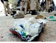کراچی : گل احمد چورنگی پرکھڑی موٹر سائیکل جس میں بم نصب کیا گیا تھا، ..