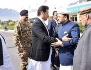 گلگت: گلگت پہنچنے پر وزیراعظم عمران خان کا استقبال گورز راج جلال حسین ..