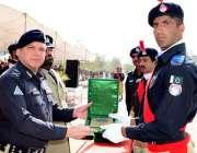 کوئٹہ: پی ٹی سی میں 90 ویں پاسنگ آؤٹ پریڈ کے دوران انسپکٹر جنرل پولیس ..