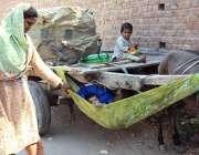 فیصل آباد: شہر کی سڑکوں اور بازاروں سے قیمتی سامان تلاش کرنے کے بعد ..