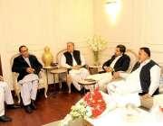 لاہور: مسلم لیگ (ن) کے صدر چودھری شجاعت حسین سے اور سپیکر پنجاب اسمبلی ..