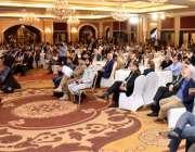 کراچی: گورنر سندھ عمران اسماعیل سیمینار میں خطاب کررہے ہیں۔