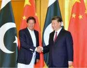 بیجنگ: وزیر اعظم عمران خان چینی صدر شی چن پنگ سے ملاقات کر رہے ہیں۔
