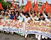 لاہور: پاکستان ورکرز یونین کے زیر اہتمام اپنے مطالبات کے حق میں مظاہرہ ..