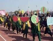 لاہور: لاہور کالج یونیورسٹی کے119ویں سپورٹس ڈے کے موقع پر کھلاڑیوں کاایک ..