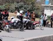 راولپنڈی: ڈولفن فورس کے اہلکار شہر کی سڑکو ں پر عوام کے جان و مال کے ..