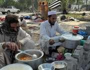 اسلام آباد: جے یو آئی-ایف کے آزادی کے شرکاء شاہراہ کشمیر کے ساتھ کھانا ..