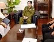 لاہور:انسپکٹر جنرل پولیس پنجاب کیپٹن (ر) عارف نواز سنٹرل پولیس آفس میں ..