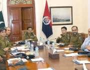 لاہور: آئی جی پنجاب کیپٹن (ر) عارف نواز خان سنٹرل پولیس آفس میں اجلاس ..