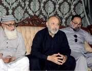 اٹک: چیئرمین پبلک اکاؤنٹس کمیٹی پنجاب سید یاور بخاری اپنی رہائشگاہ ..