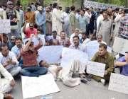 لاہور: واسا کے ملازمین اپنے مطالبات کے حق میں پریس کلب کے باہر احتجاج ..